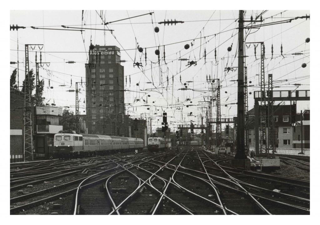 Bundesbahntrasse und Hansahochhaus vom Hauptbahnhof aus, 12. 8. 1989 © Eusebius Wirdeier, DGPh