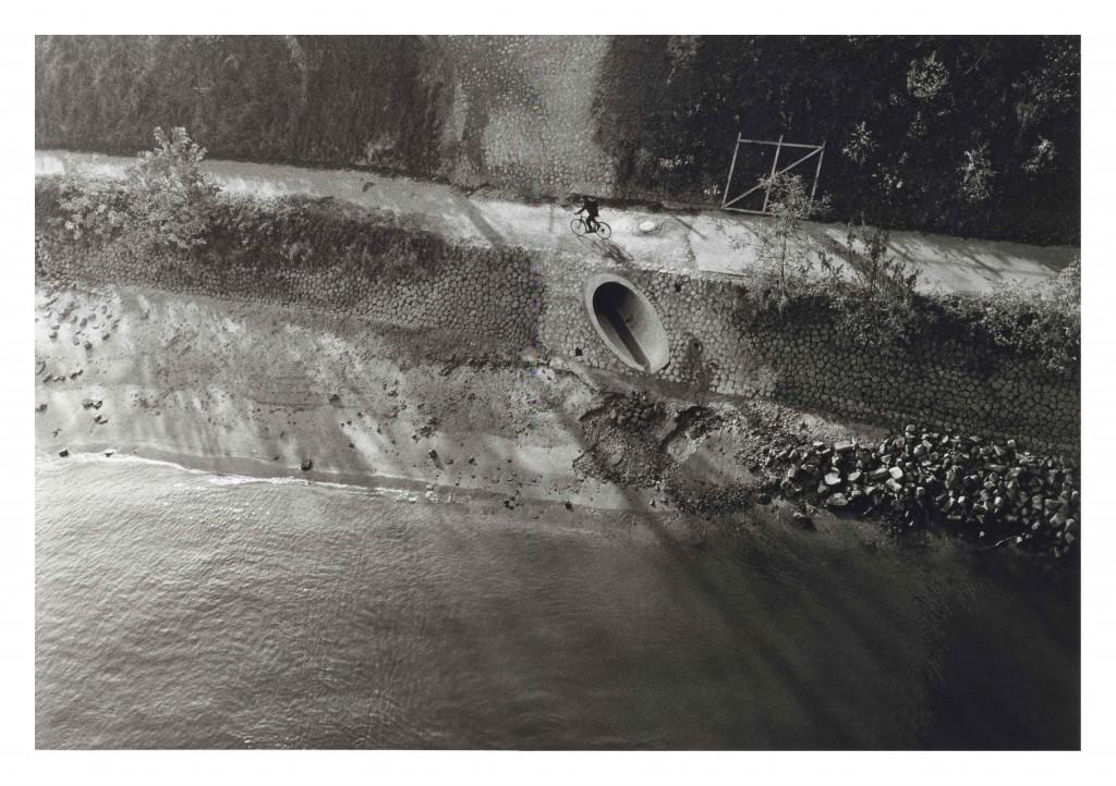 Rheinufer bei Köln-Rodenkirchen, von der Autobahnbrücke. 10/1987 © Eusebius Wirdeier, DGPh